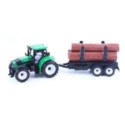 Traktor s vlečkou na dřevo