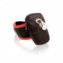 Sportovní náramek na ruku s výstupem na sluchátka