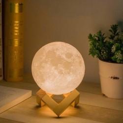 LED lampička v designu Měsíce Luna